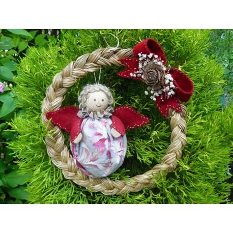 Ange de Noël en couronne